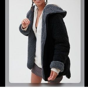 UO Carmella Reversible Hooded Teddy Jacket XS/S